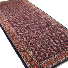 "Sarough – 340 x 134 cm. – ""Wide Persian runner in good condition"" – With certificate."
