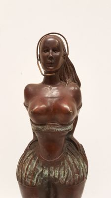 Bronze sculpture of a dancing Latina - Mid 20th century, South America