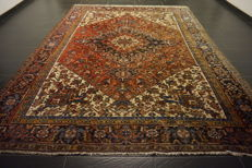 Rare beautiful hand-knotted Persian carpet, Heriz, natural dyes, 250 x 325 cm