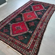 Special nomadic Shiraz Persian carpet, full of character, with a great, authentic appearance – 265 x 160 cm.