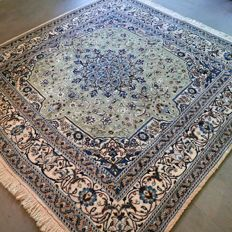 Wonderful, square Nain Persian rug - 200 x 200 - unique size - with certificate