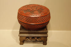 Round lidded box in sculpted red lacquer - China - 19th century