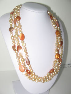 Freshwater pearl neklace with Mother of Pearls  925 Silver clasp; Lenght: 42 - 48 cm (adjustable)