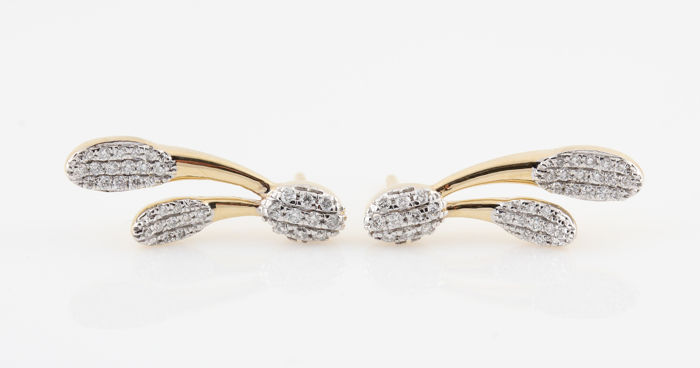 Yellow gold earrings of 14 kt, set with diamonds of 0.34 ct - 70 brilliants - 20 x 7 x 12 mm