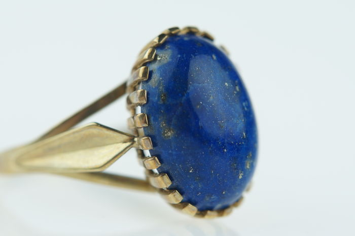 Yellow gold women's ring set with cabochon cut Lapis Lazuli, ring size 17.25, low reserve price