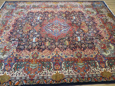 Wonderfully beautiful Persian carpet Kashmar/Iran 385 x 298 cm. End of 20th century. MINT CONDITION – UNIQUE – with silk sheen