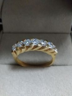 18 kt gold cocktail ring with 7 Diamonds of 3.00 mm, 0.77 ct