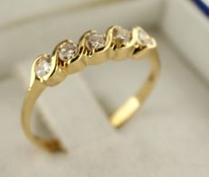 18 kt Gold ring inlaid with diamond – Ring size: 16.5