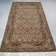 Very finely knotted silk Hereke - 1,000,000 kn/m² - very good condition - with certificate - SUPER FINE carpet made of silk