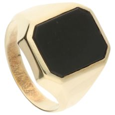 14 kt yellow gold signet ring set with black onyx – Ring size: 19.75  mm