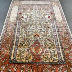 SPECIAL: Very finely knotted, signed silk Hereke – 1,000,000 kn/m² – very good condition