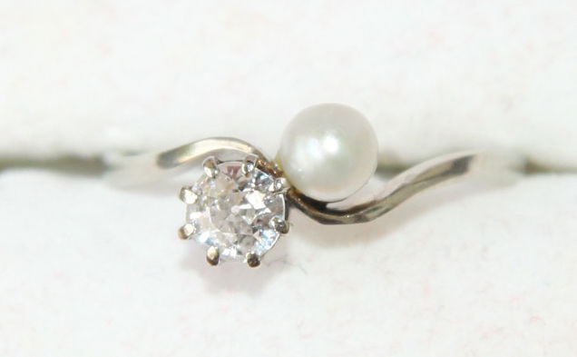 White gold you & me ring with diamond of approx.0,45 ct. & Akoya pearl 4,5 mm - Ring size approx.56,5 or 18 mm inner diameter