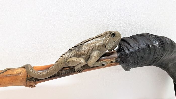 Fantasy cane with lizard and a cow horn handle.