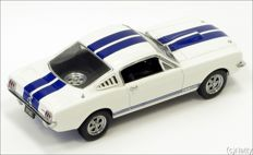 Shelby Collectibles - Schaal 1/18 - Shelby Ford Mustang GT 350 1966 - White with Blue stripes