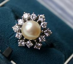 White gold solid ring with sea/salty AAA quality pearl 8 mm and large 12 diamonds approx. 0,84 CT Top Wesselton/VVS1. Excellent/ like new.