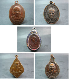 5 bronze Buddhist amulets  - Thailand and Himalayas - 3 dated to 1955, 1974 and 1993.