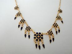 Necklace in 19.25kt 800 gold with hand-crafted varnish