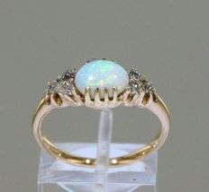 14 kt yellow gold ring set with an opal + 6 diamonds of 0.20 ct