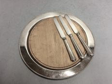 Wooden cheese board in silver plated mounting with pearl rim, complete with three knives, Toronto Plate, Canada, ca. 1945