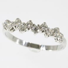 18K engagement ring with 10 brilliants 0.50 ct. Ring size: EU-54 & 17¼, USA-6¾, UK-N Free resizing*