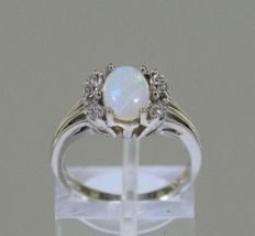 14 kt white gold ring set with an opal + 8 diamonds of 0.08 ct