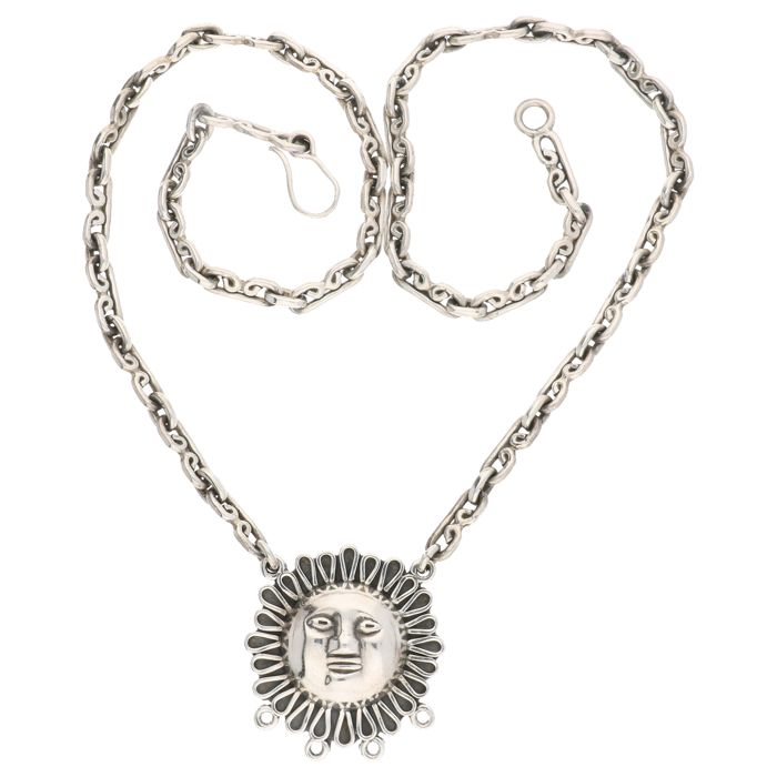925 Silver Mexican Link Necklace With A Pendant Shaped Like The
