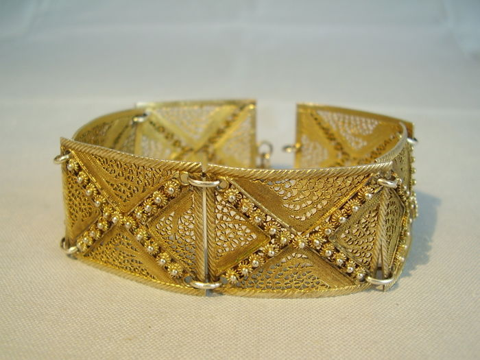 Antique wide bracelet in elegant filigree style