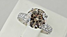 3.44 ct round diamond ring made of 14 kt white gold - size 7,5