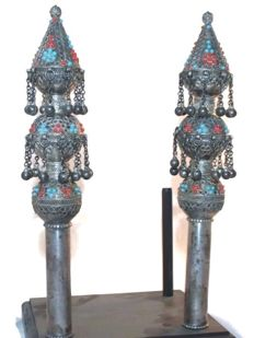 A pair of silver finials for the Torah book - filigree and gemstones - Yemen - 19th century