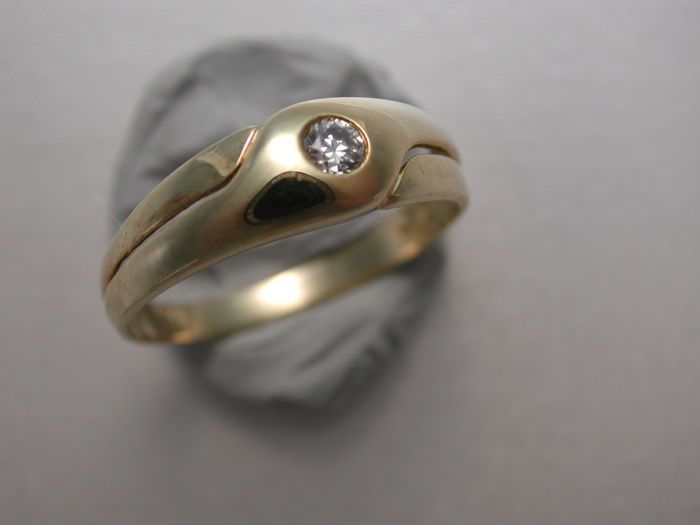 Diamond ring made of 585 yellow gold with diamond in VS quality, 0.09 to 0.10 ct in full mount; size: 58