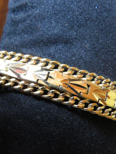 Yellow gold plated bracelet with safety clasp