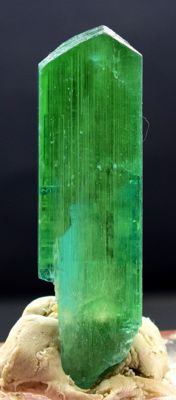 Terminated Lush Green Kunzite Hiddenite Crystal with Excellent Clarity -  76*21*12 mm - 48 gm