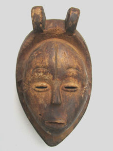 very old facial mask IBIBIO - Nigeria