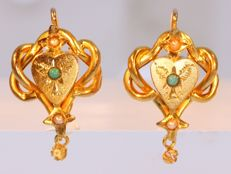 Short hanging Art Nouveau earrings with real orient seed pearls, anno 1900
