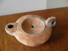 Roman oil lamp with signature of the potter on the reverse - 11.5 x 8.5. x 5 cm