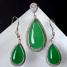 925 sterling Silver Chrysoprase pendant,Weight : approx 5.14 g,earring Weight : approx:5.76 g (2)