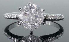 Ring with a 2.00  ct diamond  &   14  diamonds totaal 0.15 CT, size 54  *** No reserveprijs ***