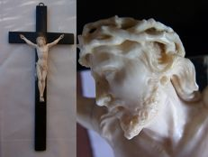 Dying Christ with imploring glance - finely carved ivory Corpus Christi on a cross, Christus patiens - 19th century