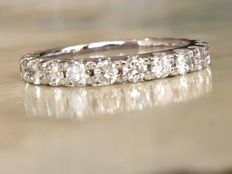 18 kt white gold full ladies' alliance ring with brilliant-cut diamonds of 1.45 ct in total, Top Wesselton/VS/SI, ring size: 17.25 mm