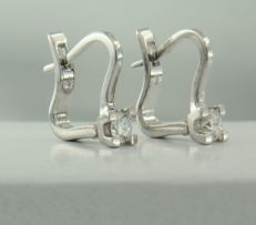 14 kt white gold solitaire dangle earrings set with brilliant cut diamond, size 1.5 cm long by 4.5 mm wide