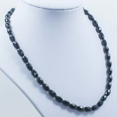 18 kt Gold Necklace with Faceted Onyx – 42 cm