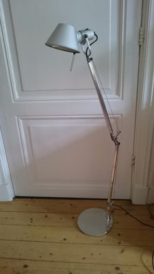 "M. de Lucchi and G. Fassina for Artemide – ""Tolomeo"" lamp Lot 1."