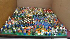 LEGO Mini-figs, 365 pieces from various periods and items and more parts of mini-figures