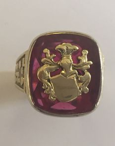 14 kt gold vintage men's signet ring with synthetic ruby, size 66