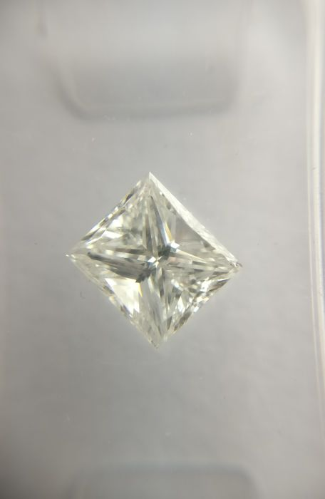1.25 ct Princess cut diamond D SI2