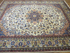 Wonderfully beautiful Persian carpet Isfahan / Iran 390 x 300cm palace carpet end of the 20th century. As good as new (like never used) Royal Isfahan, EXCELLENT QUALITY