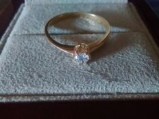 Engagement ring in 18 kt gold set with 0.12 ct diamond measuring 3.25 mm.  Ring size: N16
