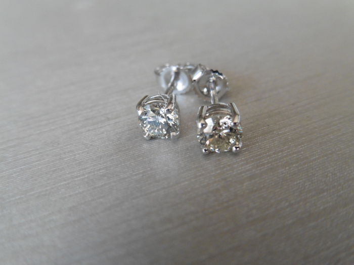 18k Gold Diamond Stud Earrings - 0.80ct