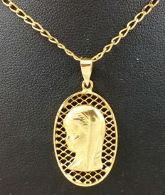 Choker with the Virgin as a young girl, in 750/1000 (18 kt) yellow gold. Weight: 4.7 g.