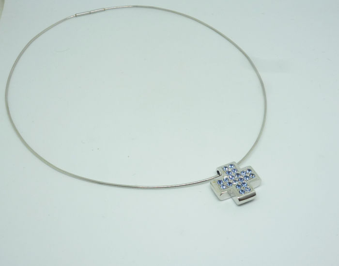 18k (750/1000) white gold necklase with cross 12,1gr set with sapphires 1,46ct - size:54